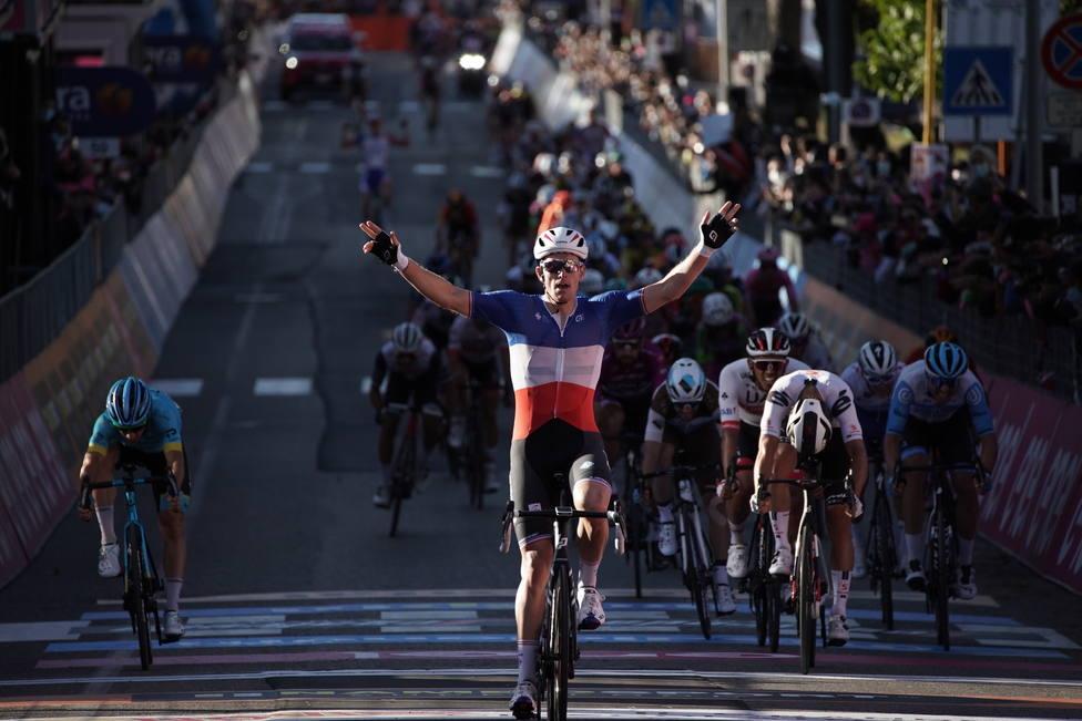 Contundente victoria al sprint de Arnaud Demare