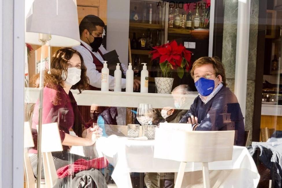 Almeida y Ayuso almuerzan juntos mostrando la buena sintonía entre ambos dirigentes populares