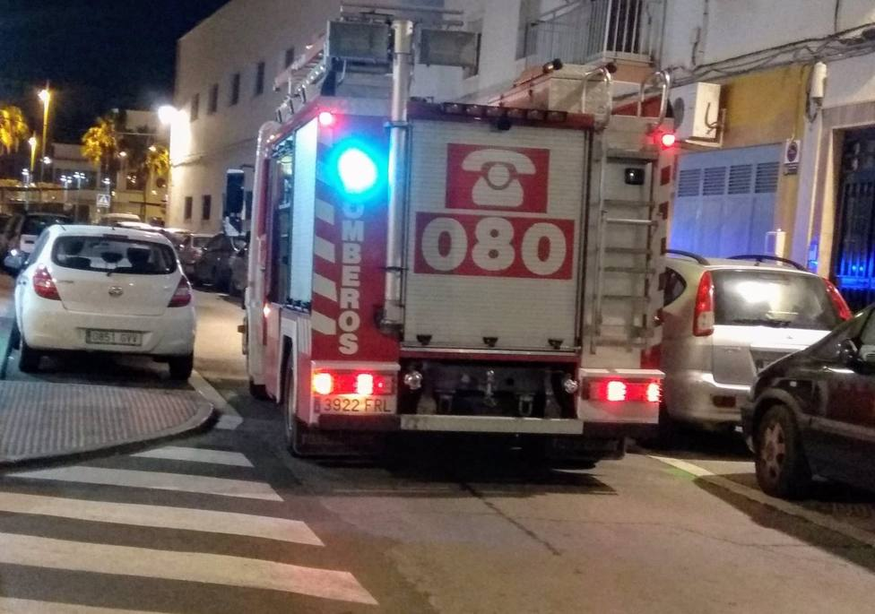 Almería.-Sucesos.- Dos personas heridas en el incendio de una vivienda en Roquetas de Mar