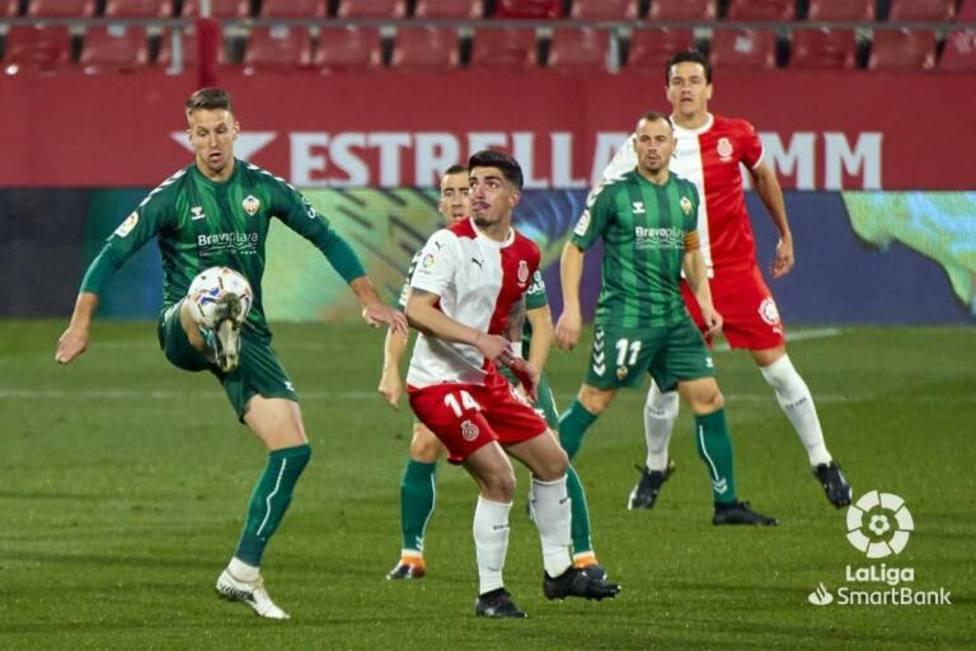 El Girona gana al colista y mantiene vivo el sueño del ascenso