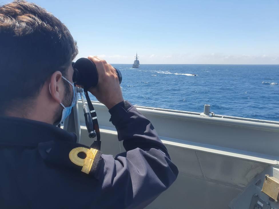 En estos ejercicios participan buques y también aeronaves - FOTO: Armada