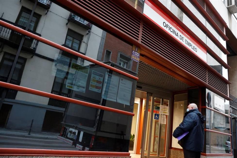 España suma 80.000 parados más que hace un año, en pleno confinamiento