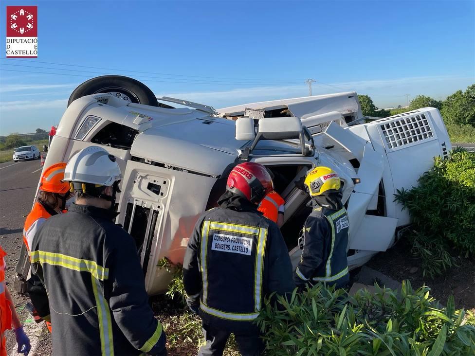 Los bomberos han tenido que intervenir en el accidente en el que ha fallecido una persona en Alqueries