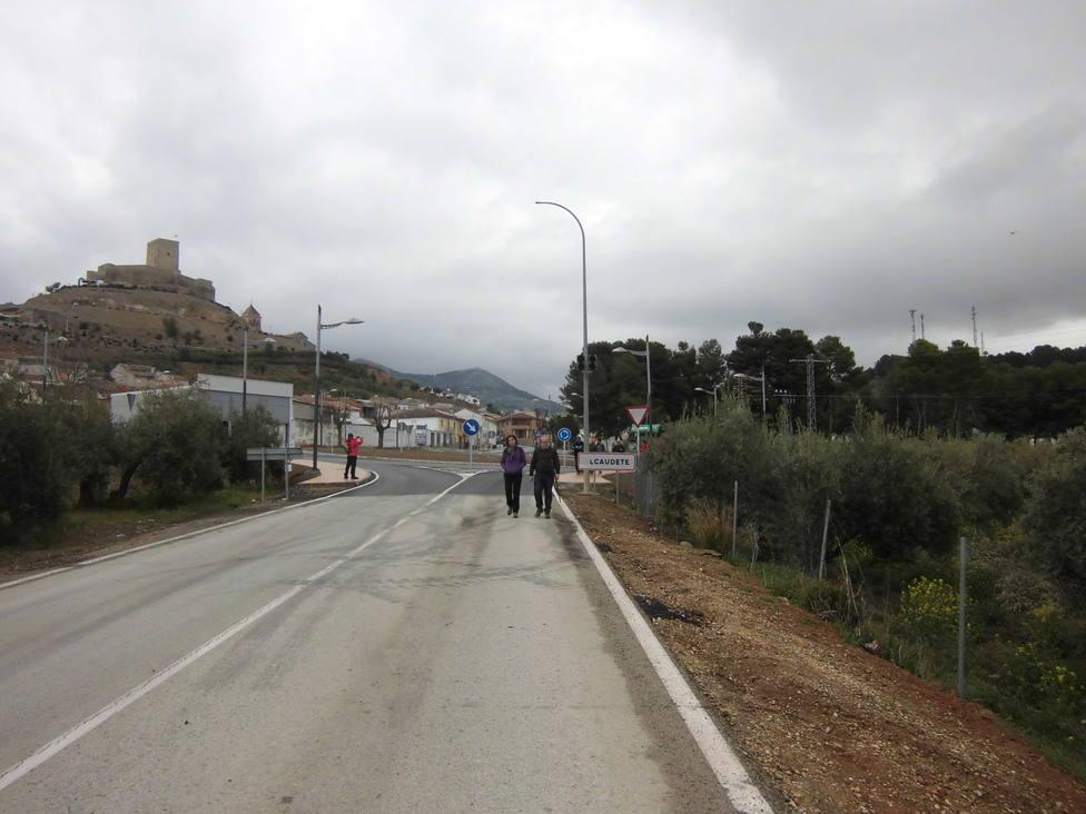 El peregrino recorre 24,6 kilómetros lleno de historia donde a lo lejos verá la silueta del castillo de Alcaud