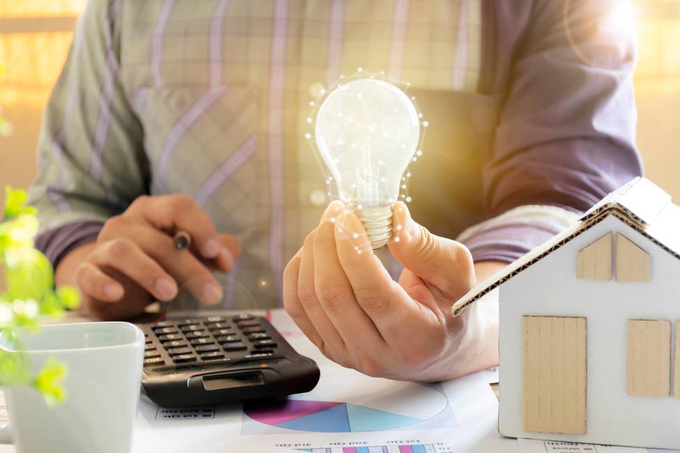 El precio de la luz se dispara este miércoles a un nuevo máximo histórico, con más de 106 euros/MWh