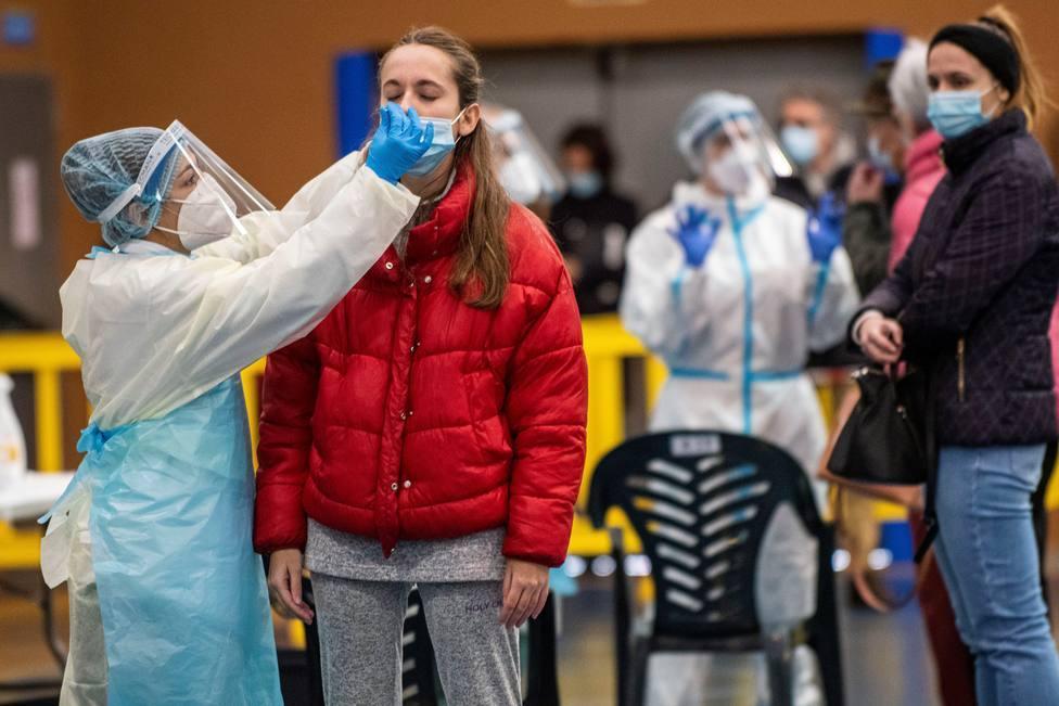 Descienden los contagios y fallecidos en Madrid pero sube la presión hospitalaria