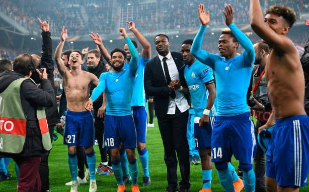 Los jugadores del Olympique de Marsella celebran el pase a la final de la Europa League. EFE