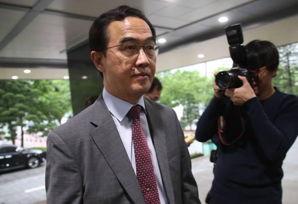 El ministro de Unificación de Corea del Sur, Cho Myoung-gyon, llega a la oficina de su ministerio en Seúl