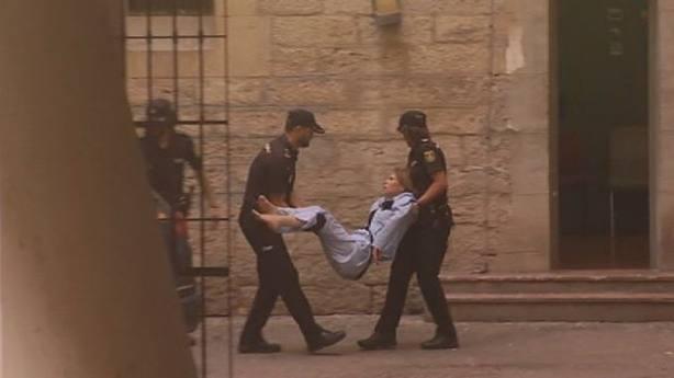 Prisión sin fianza para la recién casada acusada de matar a su marido en Alicante