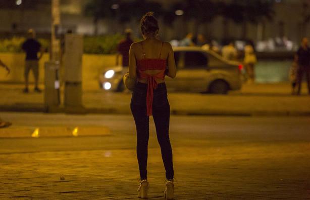 Sánchez reitera que su Gobierno es partidario de abolir la prostitución