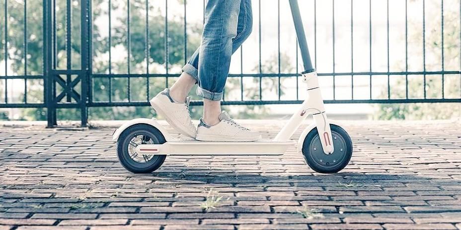 Tráfico trabaja para prohibir que los patinetes circulen por la acera y limitar su velocidad a 25 km/hora
