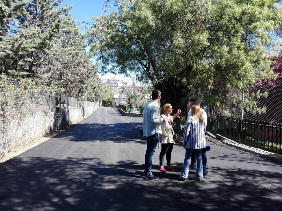 Asfaltado del acceso al pabellón del colegio Miguel de Cervantes