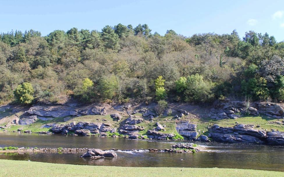 Río Miño a su paso por el municipio de Guntín