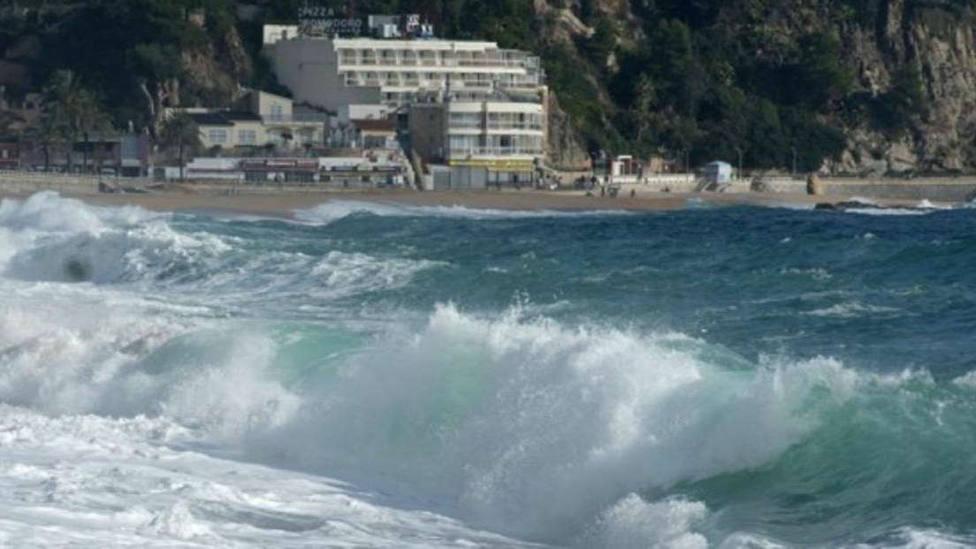 Un padre y un hijo de nacionalidad francesa fallecen ahogados en una playa de Girona