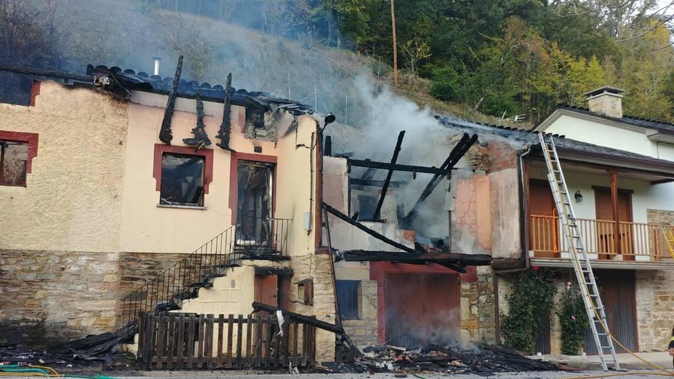 ctv-aoz-incendio-herreras-de-valcarce-1-2