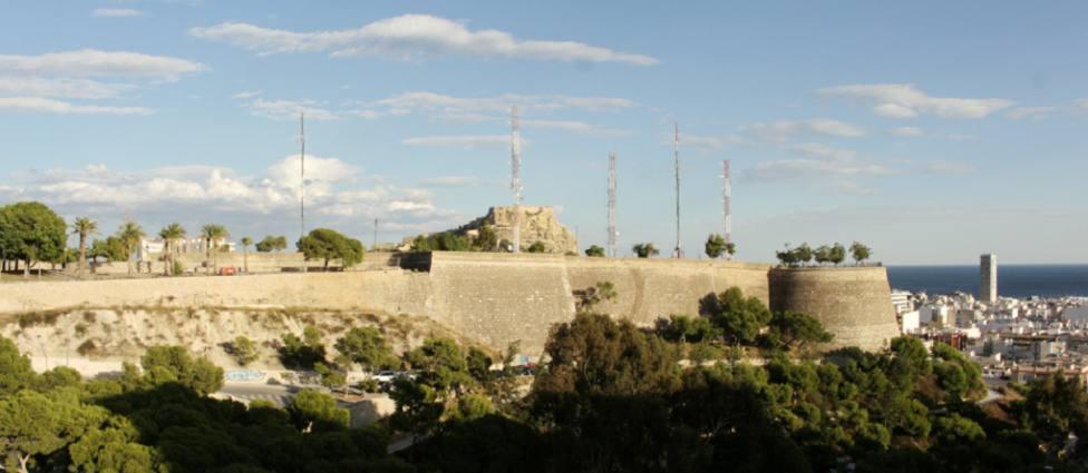 Frente Oeste del Castillo de San Fernando (Ayuntamiento)
