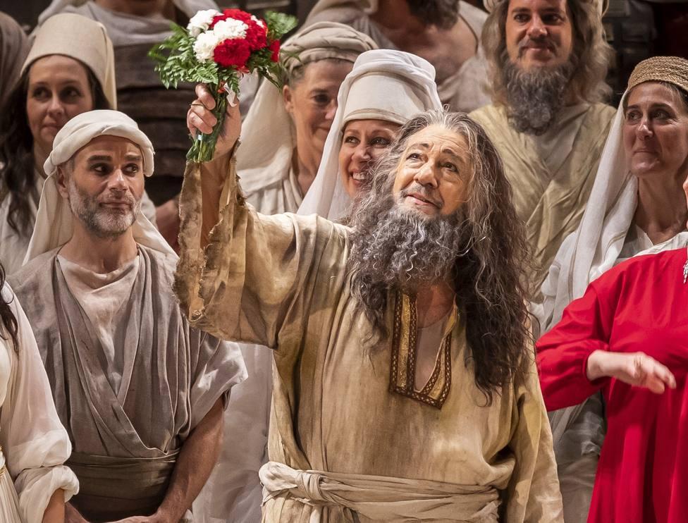 Plácido Domingo se reencuentra con la ovación de Les Arts en su vuelta a los escenarios españoles