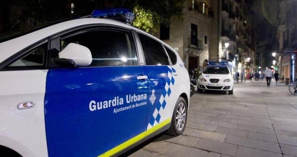 El vídeo de este joven amenazando a una pasiva guardia de Barcelona: Pondré una bomba en comisaría