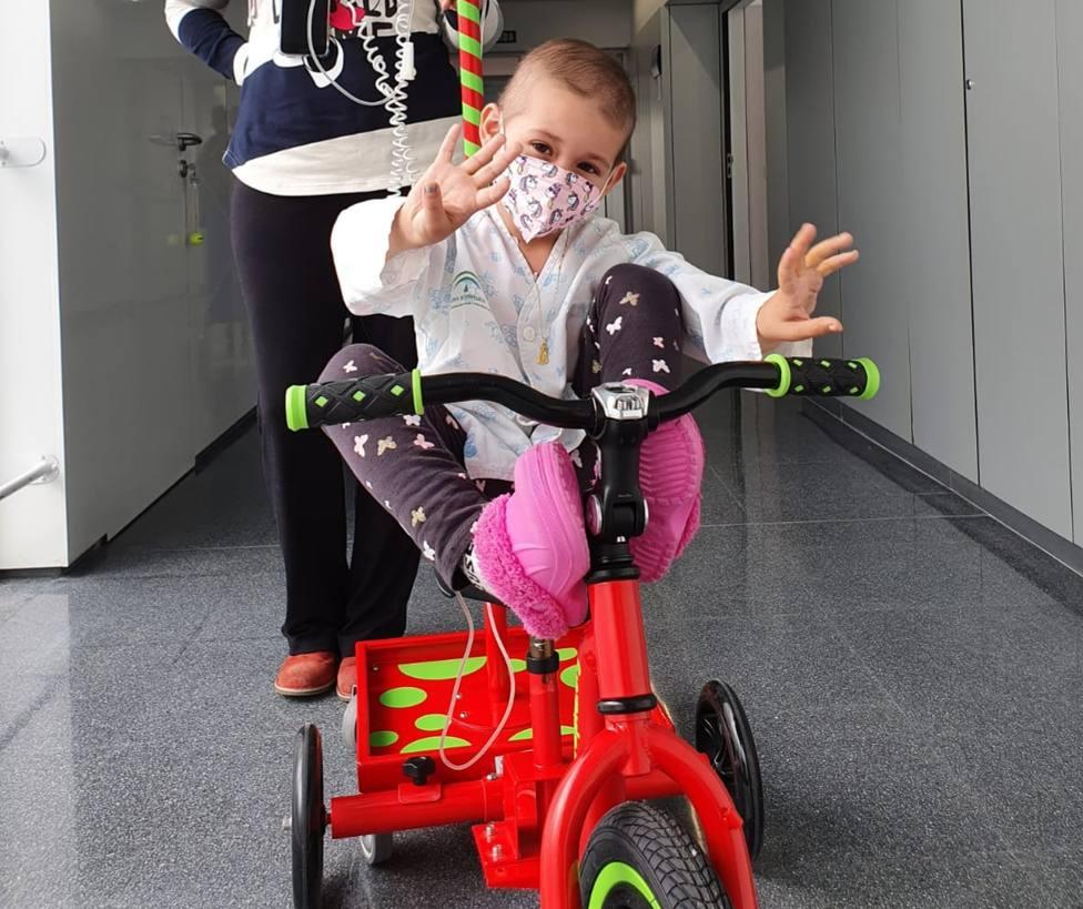 Llegan los 'kiciclos' al Hospital Materno Infantil Torrecárdenas para los menores ingresados