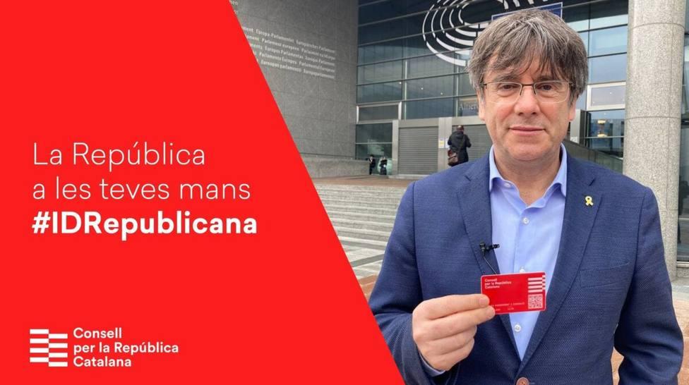 Carles Puigdemont impulsa la tarjeta con un coste de 12 euros con su Consell de la República