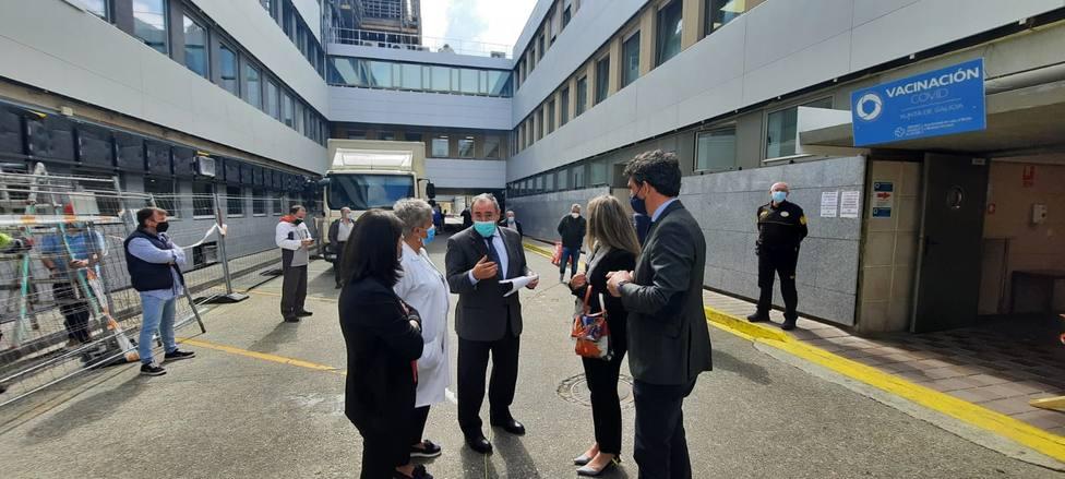 Varias autoridades visitan las instalaciones del Hospital Público da Mariña