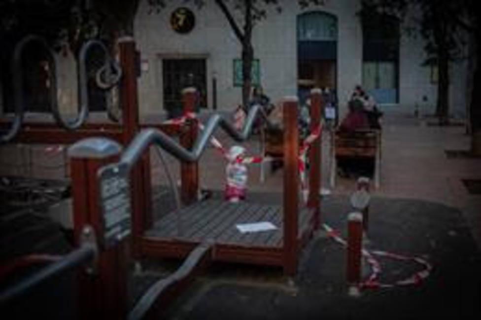 Niños juegan en un parque de Barcelona, Catalunya