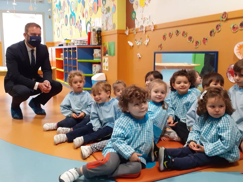 Gonzalo Trenor visitó la Escuela Infantil Cativos ubicada en O Bertón, Ferrol. FOTO: Xunta