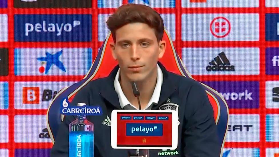 Pau Torres, en rueda de prensa con la Selección Española