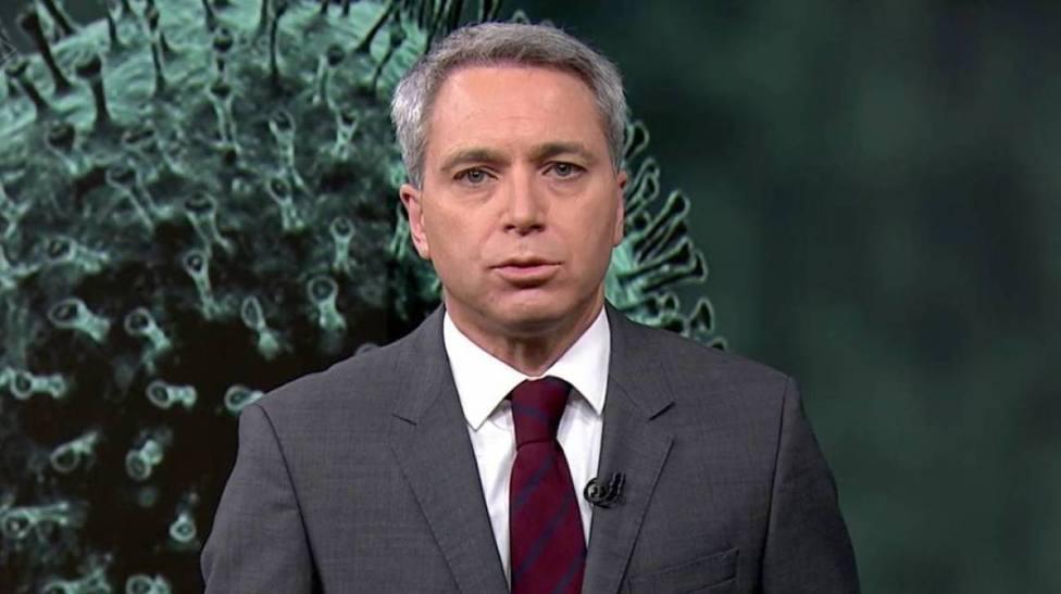 Lluvia de críticas a Antena 3 Noticias por lo que se ve cuando presentaba Vicente Vallés: Intolerable