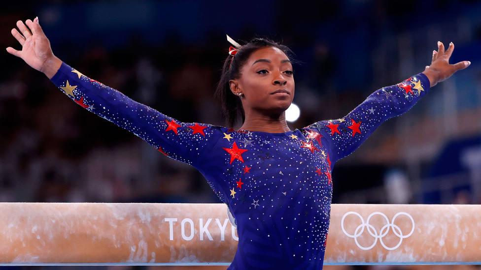 Simone Biles, durante la calificación para los Juegos de Tokio en equilibrio. EFE