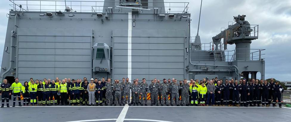 Participantes en las pruebas de mar del segundo buque AOR para Australia - FOTO: Navantia