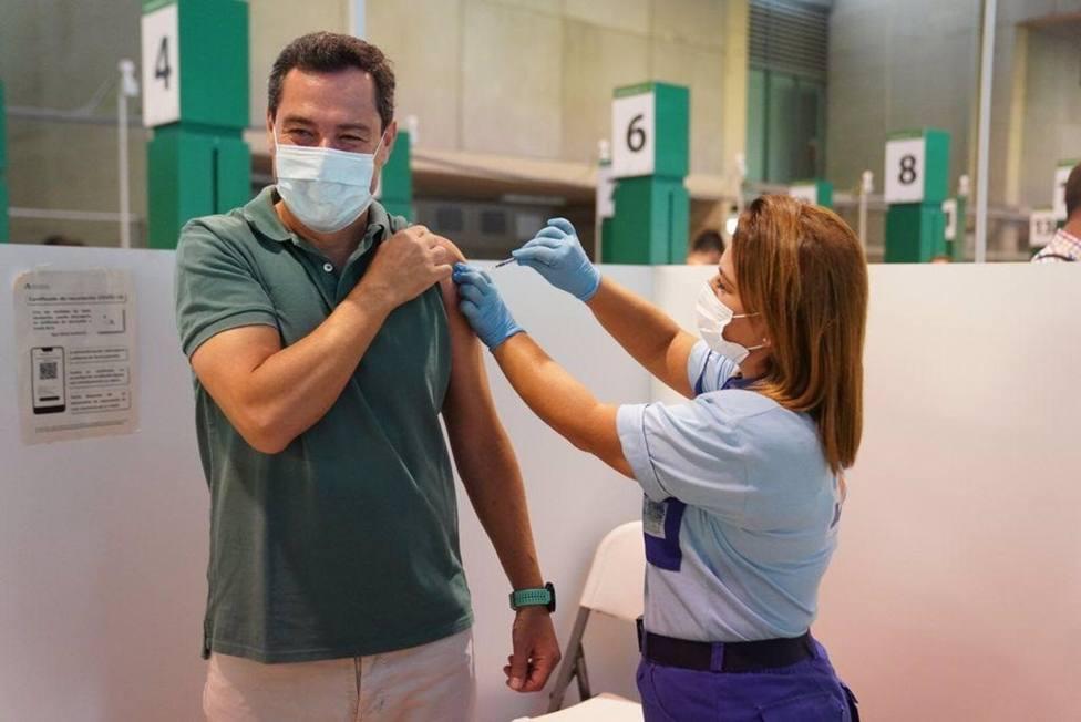 Moreno, vacunado ya contra el Covid anima a los andaluces no vacunados a hacerlo: Tenemos que llegar al máximo