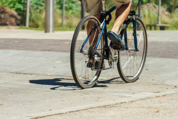 Barcelona prohibirá a las bicis circular por la acera a partir de 2019
