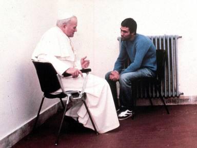 El día que Juan Pablo II perdonó al hombre que le intentó matar