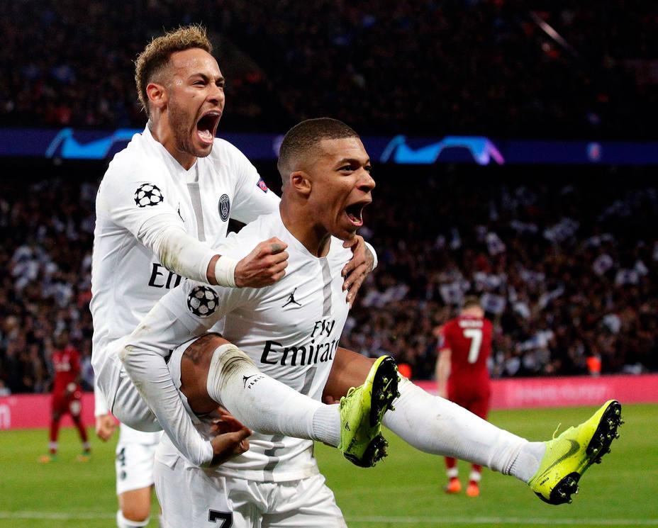 Neymar y Mbappé celebran uno de los goles del PSG (EFE)