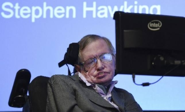 Suspenden de por vida a la enfermera de Stephen Hawking por desatender al científico