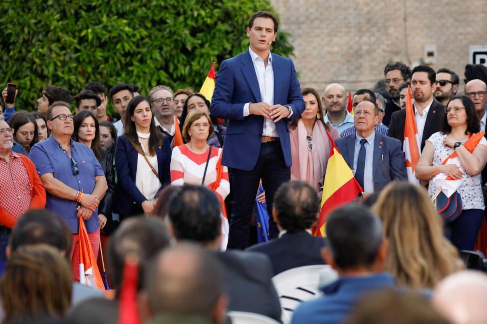 Rivera propone una mesa nacional del agua y se compromete a terminar el Corredor Mediterráneo