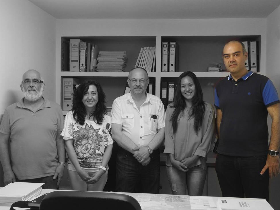 José David Pita Breijo, el primero por la derecha, en una foto con mililtantes - FOTO: PSOE de Narón