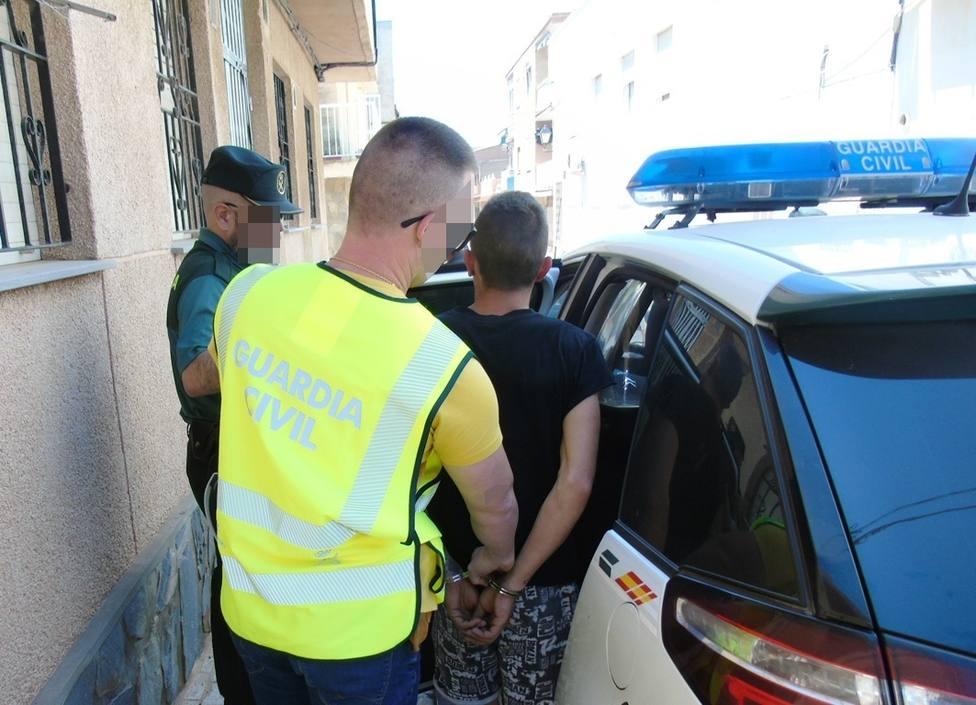 Foto de archivo de una detención de la Guardia Civil - FOTO: Europa Press
