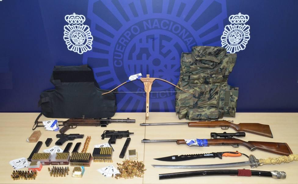 La Policía Nacional detiene a tres hombres por tenencia ilícita de armas y munición
