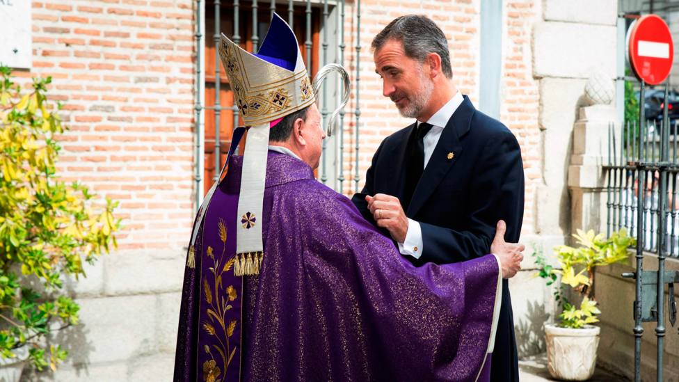 El arzobispo castrense Juan del Río Martín recibe al Rey Felipe VI en la Iglesia Catedral castrense | EFE