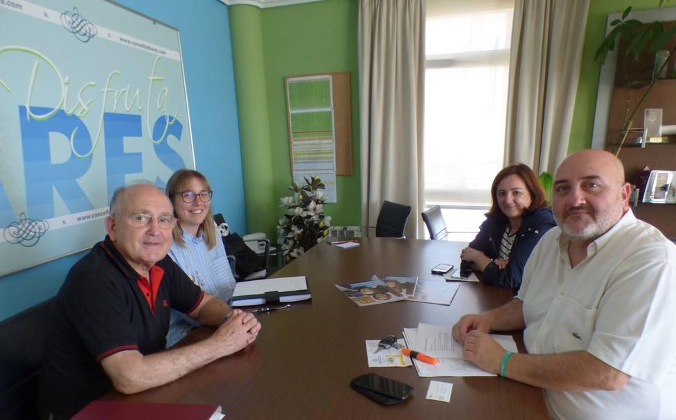 Reunión entre el alcalde de Ares, Julio Iglesias, y el presidente de AFAL Ferrolterra, Francisco Pantín