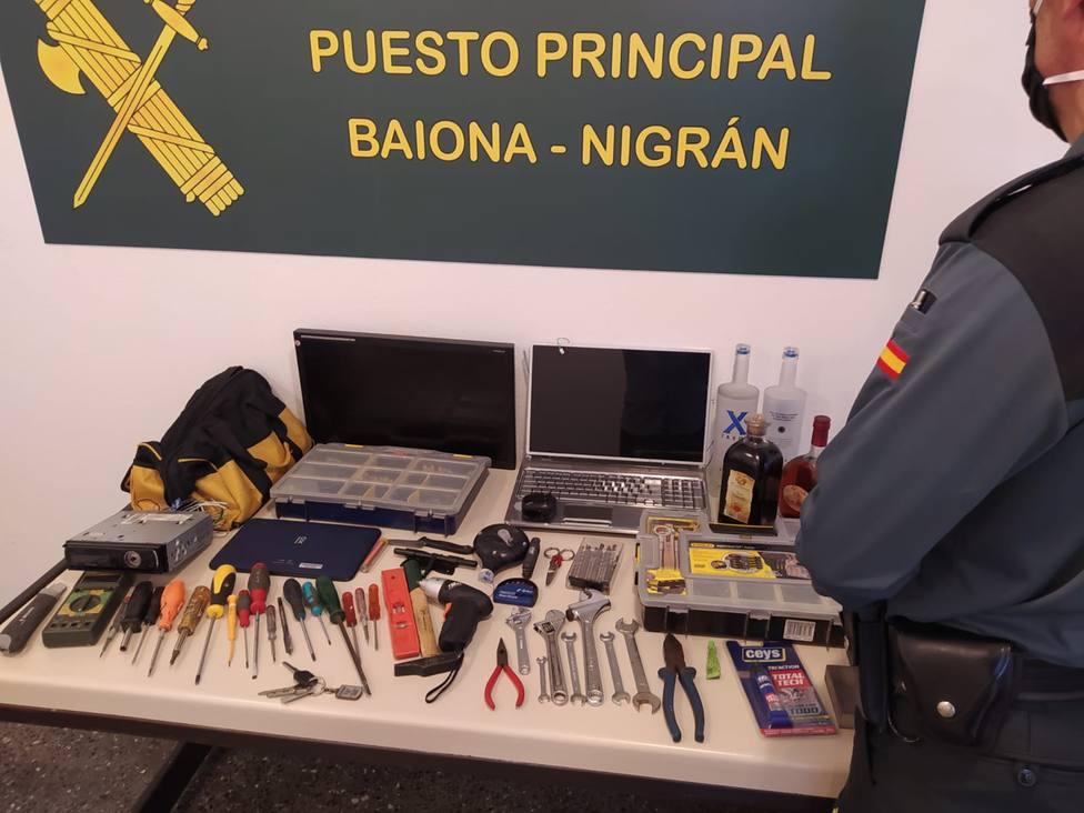 Material requisado al presunto autor de una veintena de robos en Baiona