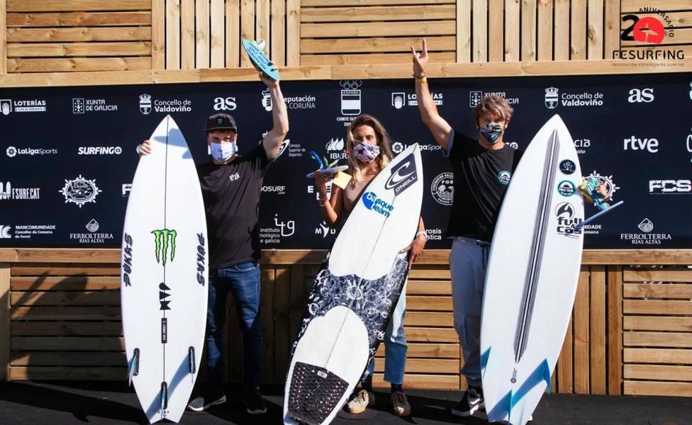 Los ganadores en Valdoviño, en A Frouxeira, una vez finalizado el Campeonato - FOTO: FESURFING