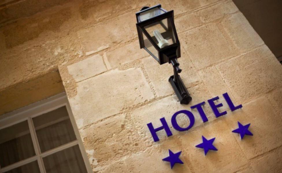 Fachada de un hotel de tres estrellas