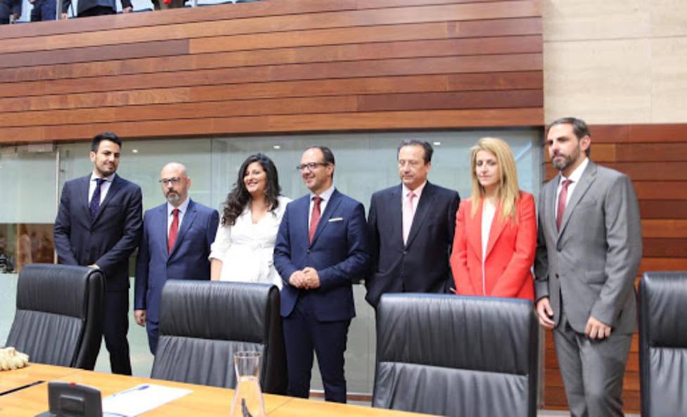 Foto de familia del GP de Ciudadanos en la Asamblea de Extremadura al inicio de la Legislatura. Foto: Cs
