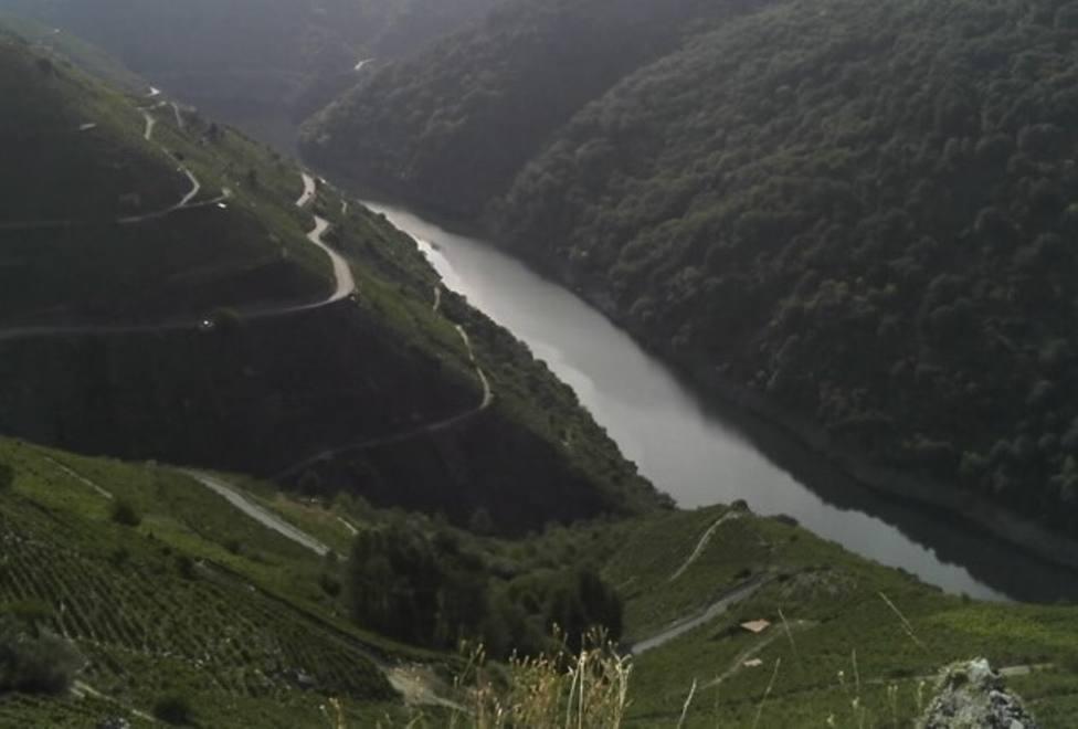 Fallece el conductor de un camión que se precipitó al río Sil