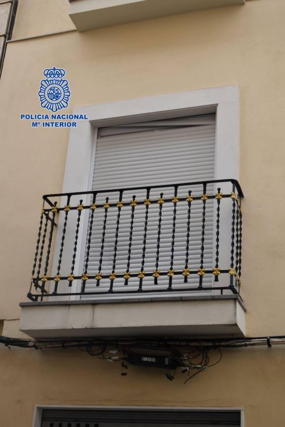 La Policía Nacional detiene a una persona que escaló y forzó una persiana para entrar a robar en un domicilio