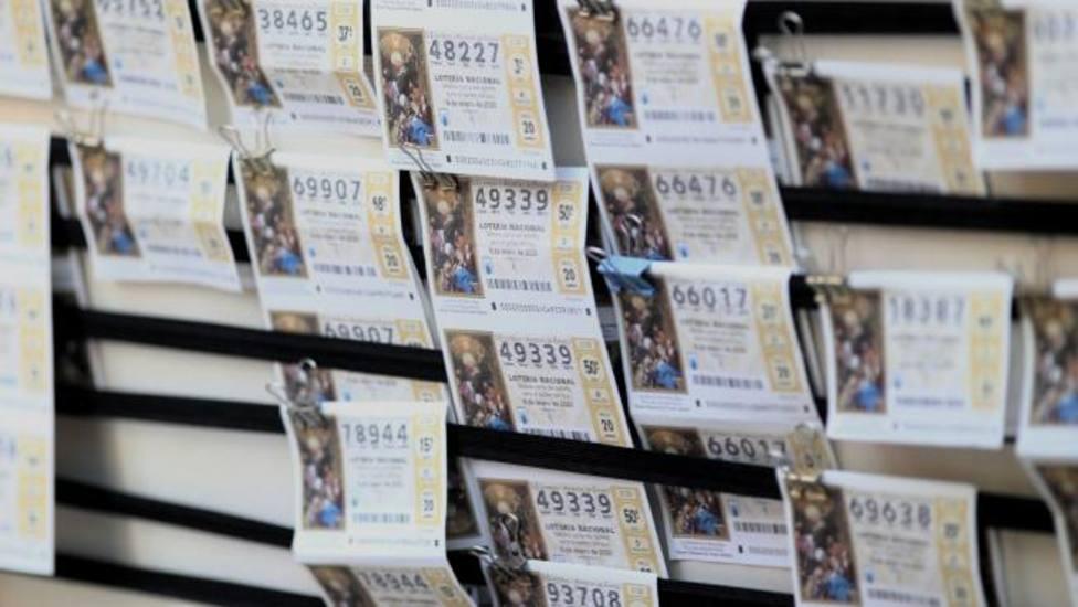 ctv-c8d-un-panel-con-diferentes-boletos-de-la-loteria-del-nino-archivo