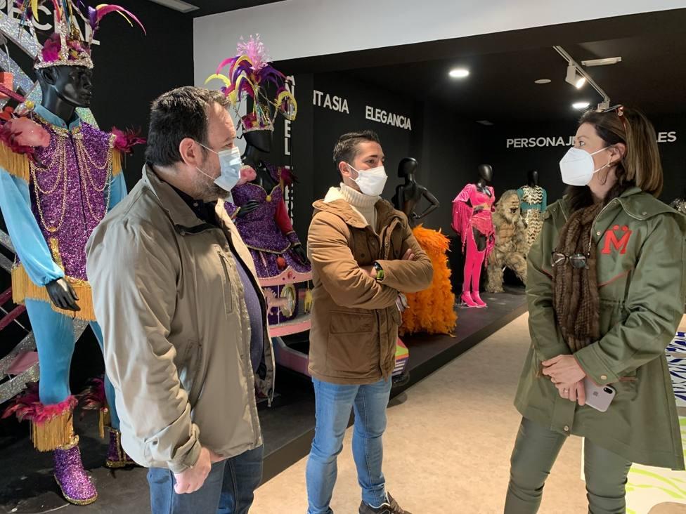 Moreno y Casado visitan las obras del Museo del Carnaval